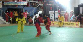 Fitria (T.Elektro) melawan perwakilan UNS di perempat final